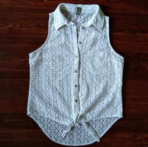 Guess white button down sleeveless top w tie front